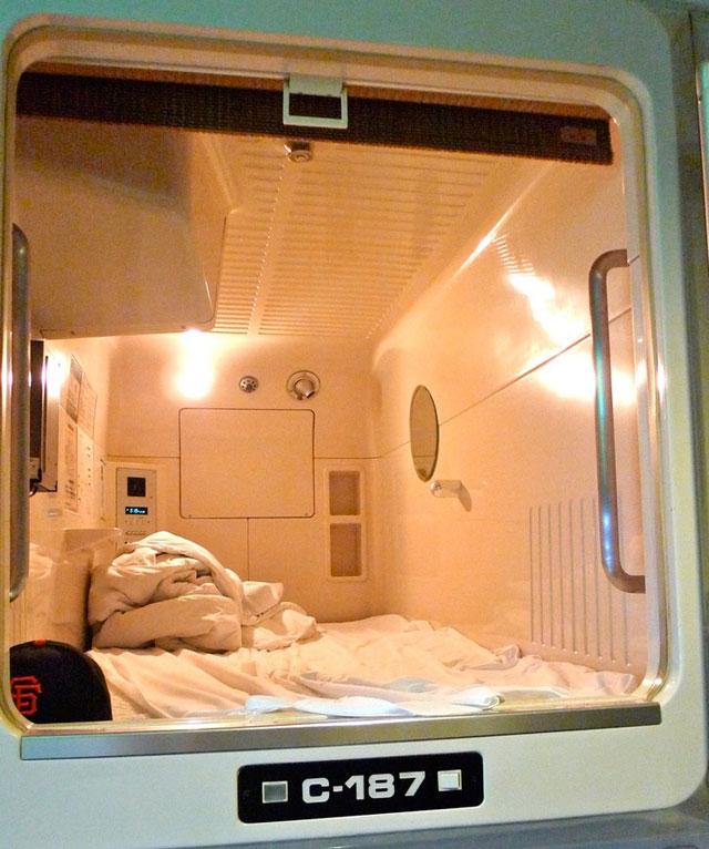 capsule hotel pod Genki, Mann?