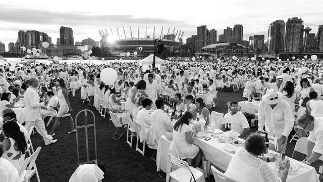 diner en blanc Dîner en Blanc and Ce Soir Noir Attendees are Equally Terrible